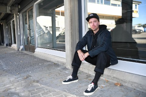 Lei seg: Vegard Backe har stengt dørene til Rullin Brettbutikk i Brumunddal.