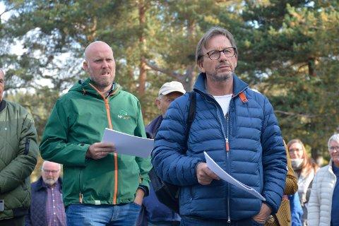 Uenige: Helge Vestehim (foran) fyrer løs mot Odd-Amund Lundberg og Senterpartiet etter den siste utviklingen i skolesaken.