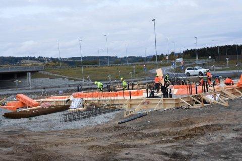 BYGGER: Det nye anlegget ved E6 er nå under bygging.