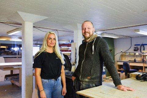 GODE KOLLEGAER: Jan OVe Bjørseth er glad for å ha med seg daglig leder Bente Kolbuholen.