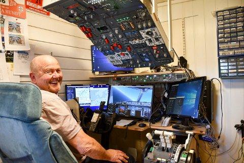 FLY: Henning Ringsvold har bygd seg sin egen flysimulator i uthuset i Brumunddal.