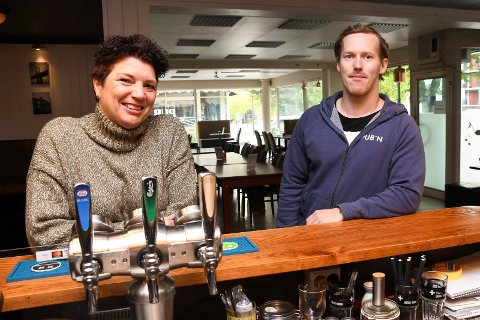 Nye eiere: Turid Mathiesen og Christian Nylund tar over Pub'n i Brumunddal.