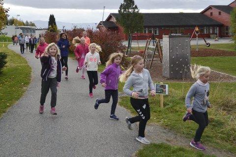 Elevene på Helgerud skole løp svært mange runder for regnskogen og fikk inn en kjempesum til TV-aksjonen, takket være rause sponsorer.