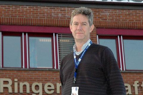 ADVARER: Jan Erik Brattbakk, nettsjef i Ringerikskraft, advarer folk mot å la seg lurer av falske kontrollører.