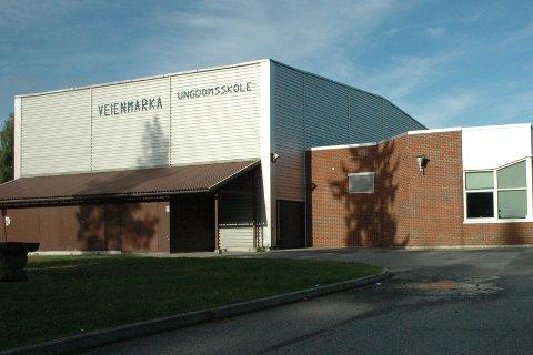 STENGES FREDAG: Veienmarka ungdomsskole.