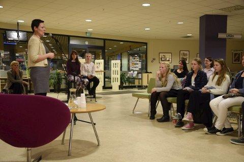 Forfatter og jurymedlem Linn T. Sunne presenterte vinnerne av Ungbok 2014 i fjor.
