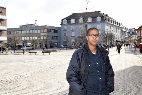 Amal Aden fra Hønefoss blir igjen truet for sine meninger. Hun sier til Dagbladet at noen av truslene skyldes at leserinnlegget hennes er feil oversatt til somali.