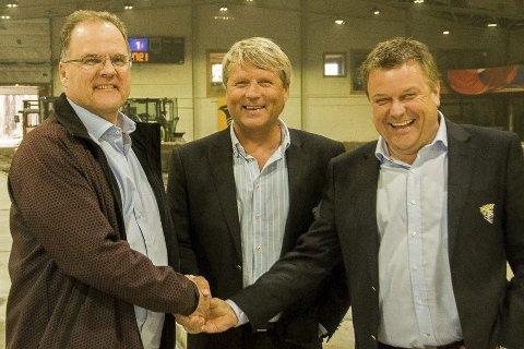 Runar Krokvik i Sparebankstiftelsen Ringerike kunne glede Tor Frithjov Nerby og Finn Holm i Ringerike ishockeyklubb med en stor gave på 2,5 millioner kroner til opprusting av Schjongshallen.