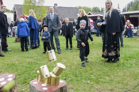 Boksekast og andre tradisjonelle 17. mai-aktiviteter ble Jevnaker ivaretatt av niendeklassingene på Jevnaker skole i fjor.
