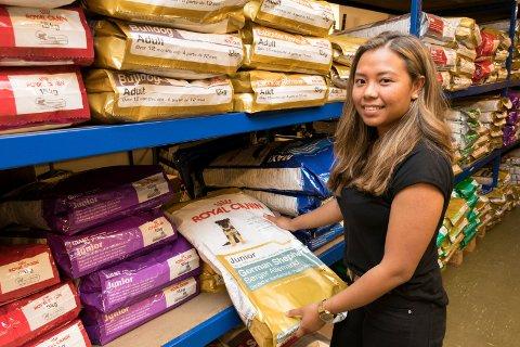 Denice Hagen selger nettbutikken Petworld.no. Bildet er tatt ved en tidligere anledning.