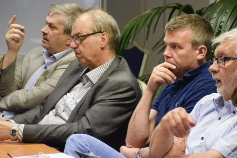 Betsson ser bare to aktuelle ordførerkandidater i Ringerike: Kjell B. Hansen (til venstre) og  Dag E. Henaug (H, nummer tre fra venstre).