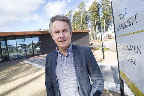 Helge Stiksrud ville opprinnelig hemmeligholde avtalen som gir ham to årslønner i sluttpakke fra Buskerudmuseet. Nå sier han til Drammens Tidende at han som politiker er for åpenhet.