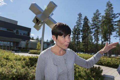 Forsvarsminister Ine Marie Eriksen Søreide har tidligere besøkt Tronrud engineering og Eggemoen. Mandag er hun tilbake for å snakke om sikkerhetssituasjonen.