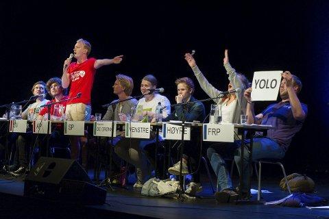 Også denne gangen ble skolevalgdebatten spenstig. Fra venstre: Herman Lund (Rødt), Audun Hammer Hovda (SV,), Håkon Knudsen (Ap), Knut Skinnes (Sp), Maike Julia Geldbach (MDG), Julius Mikkelsen (V), Elise Loftheim (H) og Christoffer Pederssen (Frp). Venstres Mikkelsen kom inn som innbytter, da Anders Hurum måtte gå.