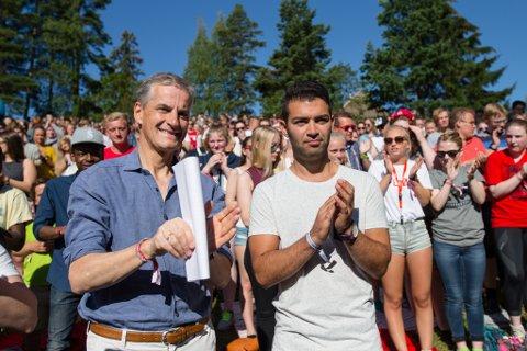 Leder i Arbeiderpartiet, Jonas Gahr Støre og leder i AUF Mani Hussaini på AUFs sommerleir på Utøya i fjor.