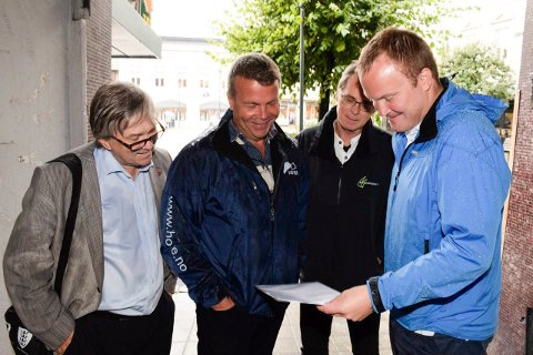 Kjell B. Hansen (Ap) blir fortsatt ordfører, men hvem skal han styre sammen med? Onsdag kveld møter han Dag E. Henaug (H), mens torsdag møter han Hans-Petter Aasen (Sp, til høyre). På bildet er også MDGs Knut Arild Melbøe.