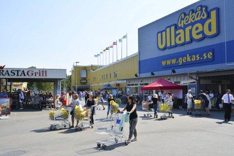 Handelsturismens absolutte hovedstad i Skandinavia er Ullared, et varehus som ligger under fem times kjøring fra Hønefoss.