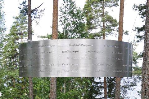 AUF har fått på plass minnestedet «Lysningen» på øya.