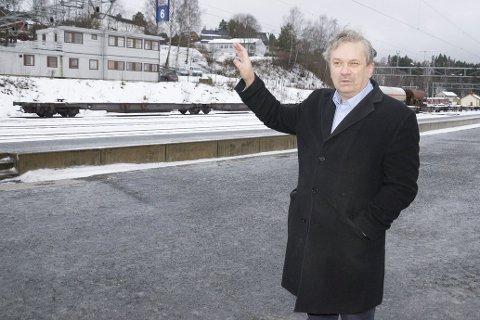 Ordfører Kjell B. Hansen er redd for at Ringeriksregionen ikke er på perrongen når toget går.