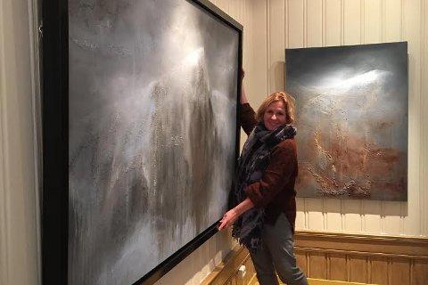 """Karianne Gruer Torp åpner utstillingen """"Mellom fjord og fjell"""" lørdag."""