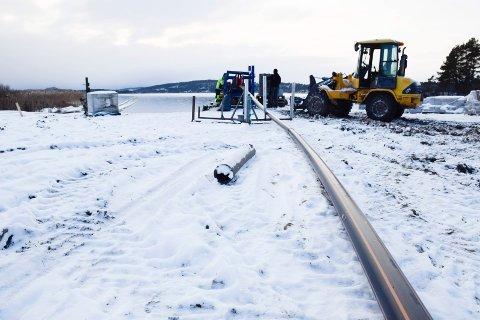 UT: Sjøkablene legges ut fra Orebråtavika i Åsa.