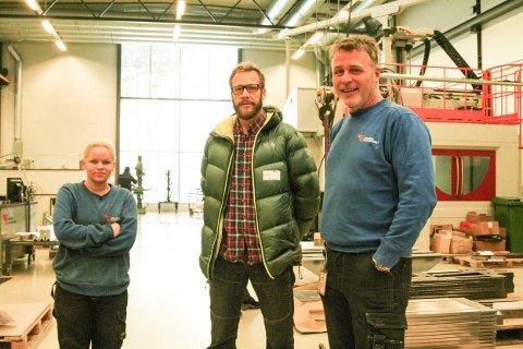 Ida Heggeli er sveiselæling på Tronrud Engineering. Tom Trelease og Tom Andrè Olstad skulle ønske flere ungdommer valgte industrimekanikk på videregående skole.