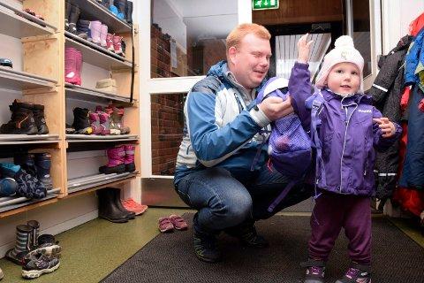 Arnulf Breines Vik og datteren Ella i Heggen barnehage.