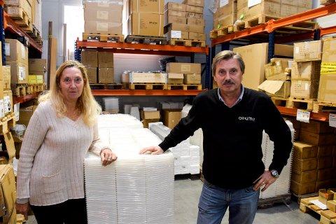 GRÜNDERE: Det hele startet med en plastboks i 1999. Nå har Edgar Hanssen og Mai-Britt Jansen solgt bedriften.