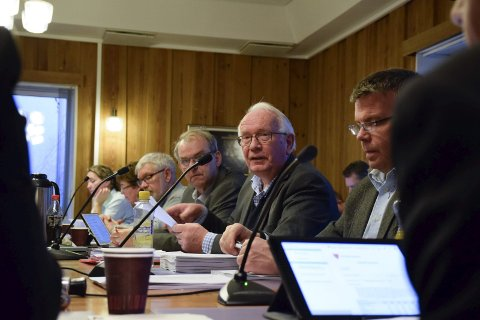 LA FRAM: Arnfinn Holten (KrF) la fram samarbeidspartienes budsjettforslag.