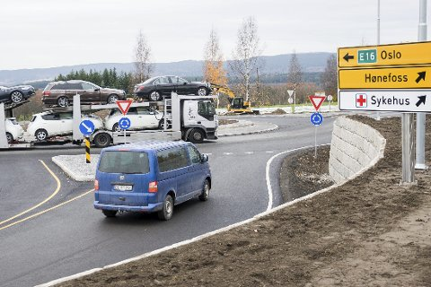 - Husk å blinke i rundkjøringen, oppfordrer Morten Larsen (13).