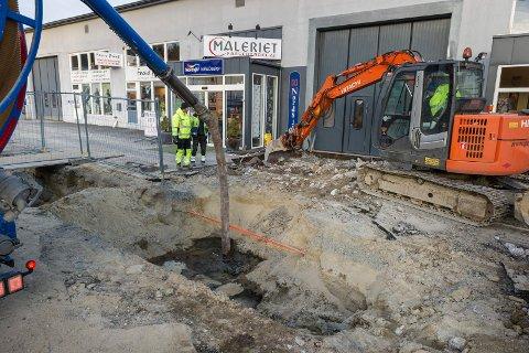 Ringerike septikkservice var på stedet og jobbet med utslippet, som trolig er fyringsolje.