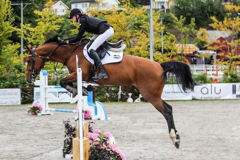 Hedda Bergseth Aaboen og hesten Amycara endte på fjerdeplass i helgens NM.