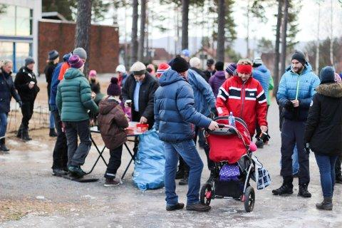 Med 444 deltakere var det tidvis folksomt ved drikkestasjonen ved Veienmarka ungdomsskole.