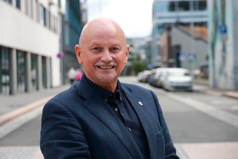 Fylkesordfører Roger Ryberg (Ap) er misfornøyd med at regjeringen vil gi mindre penger til regional utvikling.