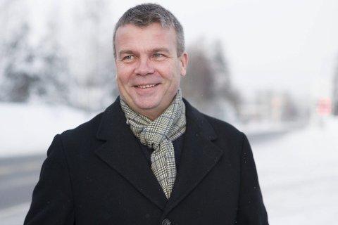Positiv: Dag E. Henaug (H) mener regjeringen må ta noen fordeler fra små kommuner for å få flere kommuner til å slå seg sammen. Foto: Frode Johansen