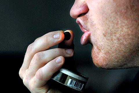 Skolene har ikke håndhevet tobakksforbudet, mener elevene.