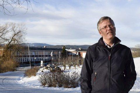 Konsekvensene av et millionkrav kan bli dramatiske for Tyrifjord videregående skole og rektor Styrkår Dramstad.