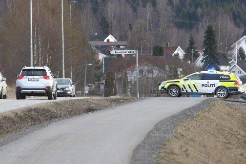 Politiet hadde fotpatruljer, biler og helikopter i aksjon for å finne mannen på Jevnaker.