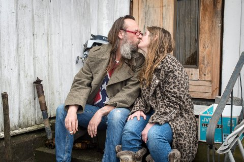 Gunn Berit og Väinö byr på seg selv i serien.