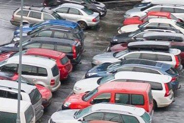 Gratis parkering i Hønefoss burde være en god idé, mener holeværingen Torgeir.