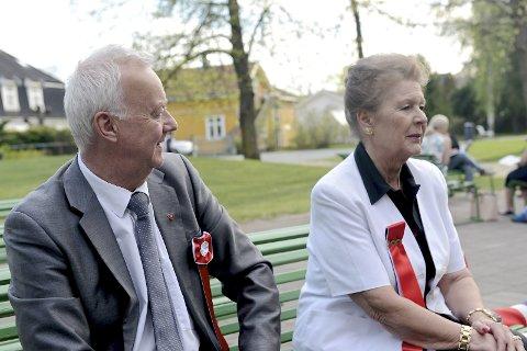 17. mai-komiteens leder Roar Olsen og  Viera Rozmara Frydenlund.
