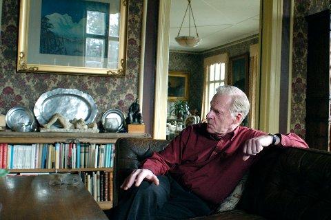 Niels Christian Bang har verdens største samling med kunstverk av den samiske kunstneren John Andreas Savio. Bildet er fra 2008.