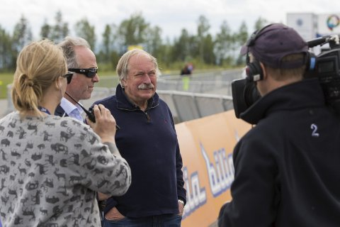 TV2-kommentatorene Christian Paasche og Johan Kaggestad. Sistnevnte får nå et sykkelritt oppkalt etter seg. Her fra Tour of Norway 2016 hvor målgang var på Eggemoen.