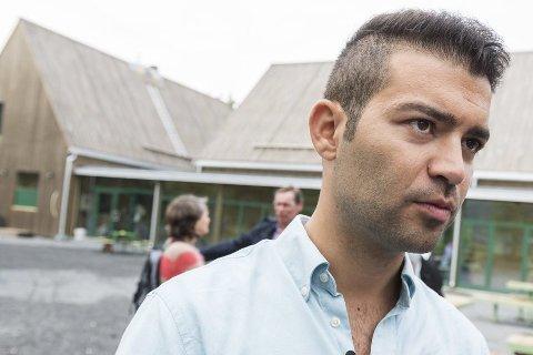 AUF-leder Mani Hussaini, her på Utøya, mener det er uansvarlig av Frp å be regjeringen droppe Sørbråten.