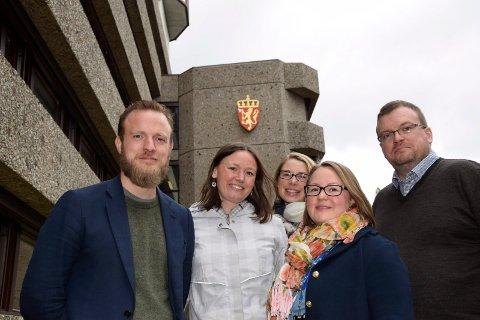 De ansatte i sekretariatet for regelrådet trives allerede i kontorer hos Kartverket. Fra venstre Magnus Mühlbradt, Bente Elsrud Anfinnsen, Kristin Johnsrud, Maria Rosenberg og Fredrik Hansen.