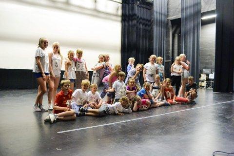 Første pulje til dansen var denne gladgjengen. Selv på en av de varmeste dagene, hittil i Hønefoss, holdt de energien oppe.