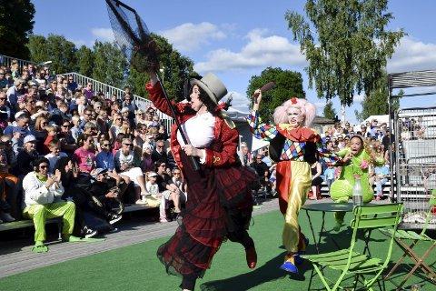 DRAMATISK: Rockefroskene & Cirkus Fiasko var til tider dramatisk, men de fleste skjønte nok at historien ville ende godt. Her er sirkusdirektør Fax (Elisabeth Østvang Gundersen), Fix (Rebekka Norvik) og Padda (Therese Knoph Sulland).