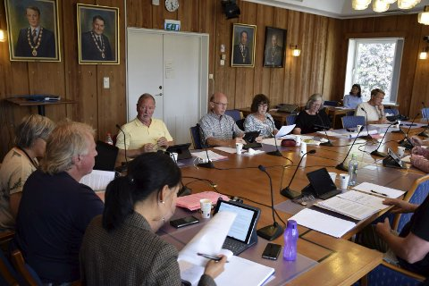 Mandag ettermiddag ble Kristin Remmes konsesjonssak behandlet i hovedutvalget for miljø- og arealforvaltning. Remme var selv til stede (til høyre i bakgrunnen).