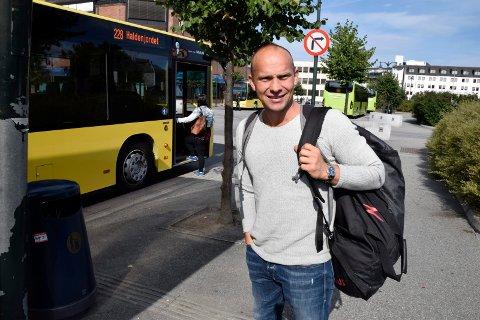 Morten Bellika Johansen tok i går flybussen til Hønefoss for å reise videre med Valdresekspressen og kortet ned reisetiden. Tre passasjerer til var med fra Gardermoen.
