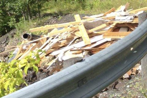 Søppel på taket av Skaret tunnel.